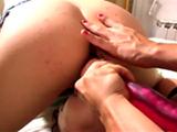 Téléchargement de Deux gouinasses et une longue saucisse rose