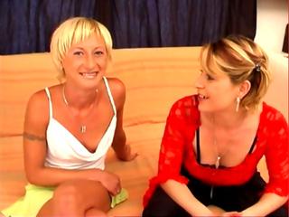 Téléchargement de Duo de blondes coquines