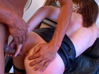 Video porno Emy se fait défoncer en double pénétration