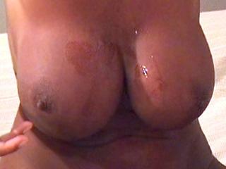 Il baise une femme mure aux seins énormes sexe