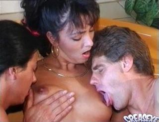 Sexe : A trois dans le bain !