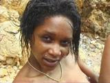 Téléchargement de Belle black baisée sur une plage déserte