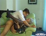 Téléchargement de Une mamie baisée par un jeune commercial !